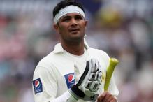 Farhat replaces injured Umar for Pakistan