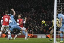 Giroud shines as clinical Arsenal thump West Ham 5-1