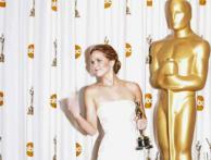 Jennifer Lawrence shows middle finger at Oscar backstage