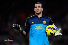 Goalkeeper Pinto to stay at Barcelona until 2014
