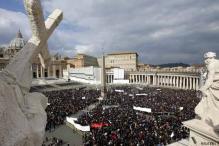 Thousands gather to hear Pope's last Sunday prayer