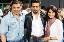 CCL 3: Bollywood stars attend Karnataka Bulldozers vs Telugu Warriors match