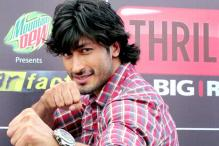 Snapshot: Vidyut Jamwal does daredevil stunts to promote 'Commando'