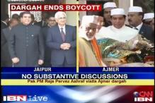 Pak PM prays at Ajmer dargah, meets Khurshid for lunch