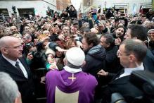 Pope Francis wades into crowds, surprising onlookers