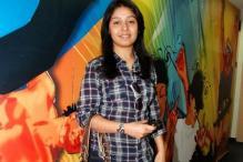 A nervous Sunidhi Chauhan sings 'Rabindra Sangeet'