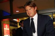 Under-fire Howard offers peace to Shane Watson