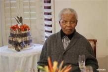 Nelson Mandela 'comfortable', treated for pneumonia