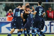 Napoli beat Pescara 3-0 to keep title race alive