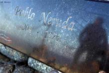 Chile's Neruda bone remains to be analyzed in US