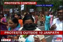 Delhi rape: BJP women activists protest outside Sonia's residence, arrested