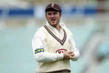 Smith forced to toil in field on Surrey debut