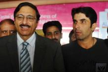 There's no threat to Misbah-ul-Haq's captaincy: Zaka Ashraf