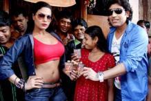 Veena Malik promotes 'Zindagi 50-50' in a red light area
