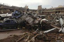US: Survivors pulled from tornado debris