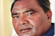 Bastar Naxal attack: Digvijaya meets Mahendra Karma's family