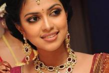 Malayalam actress Swarna injured after fall from balcony