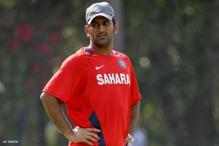 Team will not take extra pressure against Pakistan: Dhoni