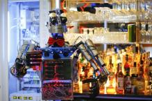 Meet the humanoid robot bartender 'Carl'