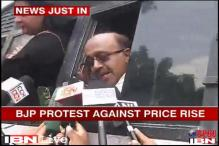 Delhi: BJP Mahila Morcha protests against Cong over price rise