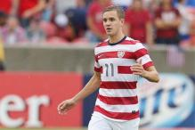 Stuart Holden leaves Gold Cup final with knee injury