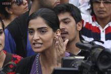 Mumbai gangrape: Actress Sonam Kapoor takes to streets to protest