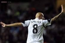 Liverpool go top despite draw at Swansea
