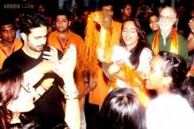 Sonakshi breaks into a jig at Salman's Ganpati visarjan celebrations
