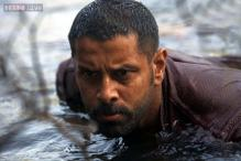 Vikram shaves head for Tamil romantic-thriller 'Ai'