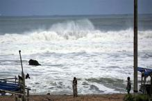 Rain and wind batter Odisha, AP coast as super cyclone Phailin barrels down