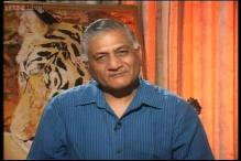 Gen VK Singh takes potshots at the functioning of Manmohan Singh