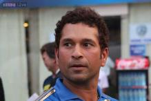 Emotional Sachin Tendulkar leaves film, TV stars in tears