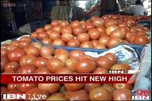 Delhi: After onions, tomato prices hit a new high