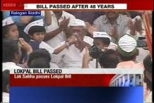 Anna Hazare ends fast, thanks MPs for Lokpal Bill, takes a dig at Kejriwal