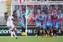 Mario Balotelli fires AC Milan to 3-1 win at 10-man Catania