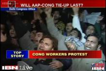 Delhi: Congress workers protest at party office over support to AAP
