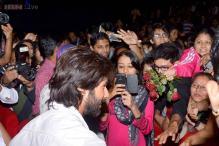 Snapshot: Shahid Kapoor gets mobbed at the screening of 'R..Rajkumar'