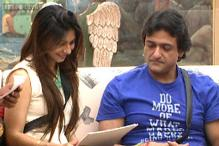 Bigg Boss 7: Tanishaa finally receives a letter from mom Tanuja