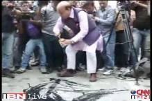 TWTW: Cyrus takes on Vijay Jolly's protest at Shoma Chaudhury's residence