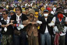 Anti-government protesters block advance voting in Thailand