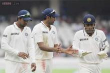 Is Dhoni's unimaginative captaincy costing India Tests abroad?