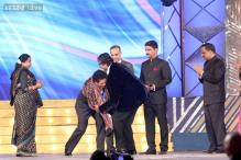 Snapshot: Amitabh Bachchan felicitates Sachin Tendulkar