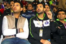 Snapshot: John Abraham, Yuvraj Singh spotted at Hockey India League