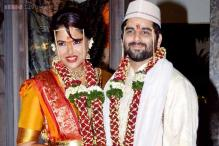 Sameera Reddy marries fiance Akshai Varde, groom arrives on a bike