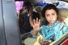 Snapshot: Injured Shah Rukh Khan heads home from hospital, Farah Khan accompanies him