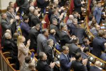 Ukraine PM resigns, government offers concessions