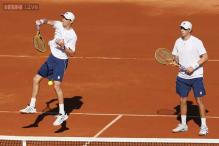 Bryans win doubles to keep US alive in Davis Cup