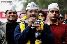 Arvind Kejriwal's convoy shown black flags in Agra