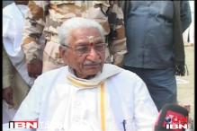 Ashok Singhal seconds Modi's 'agent of Pak' jibe against Kejriwal