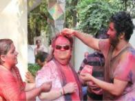Bappi Lahiri spotted without his gold jewellery after decades during Holi celebration at his home with his family